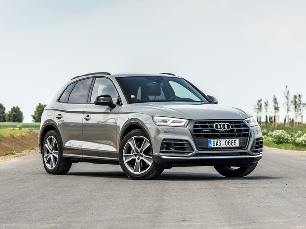 A silver Audi Q5 Sport 3.0 TDI Quattro on a road with greenery either side