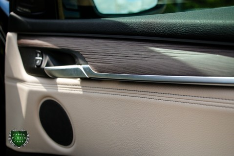 BMW X5 M50D 43