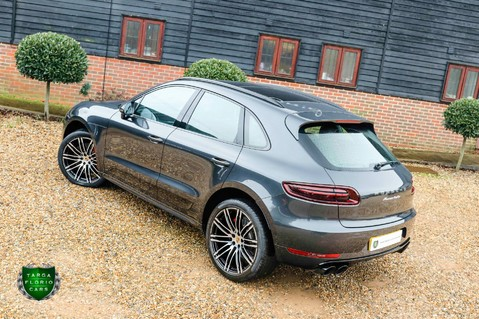 Porsche Macan TURBO PERFORMANCE PDK 32