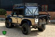 Land Rover Defender 2.2 TD DCB 110 XS - SPECTRE EVOCATION 43