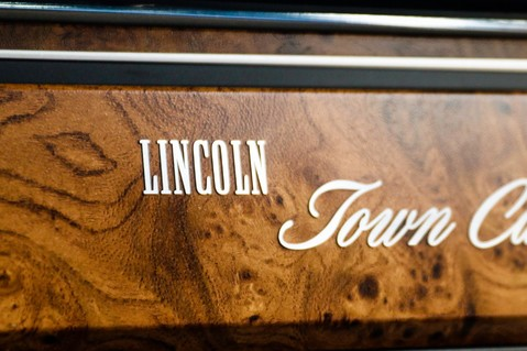 Lincoln Town Car 4.6 V8 Saloon Automatic 41