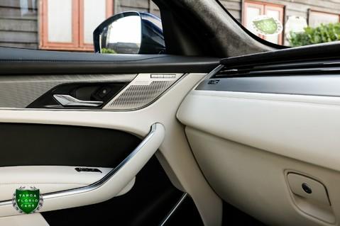 Jaguar F-Pace SVR 5.0 V8 AUTO 42