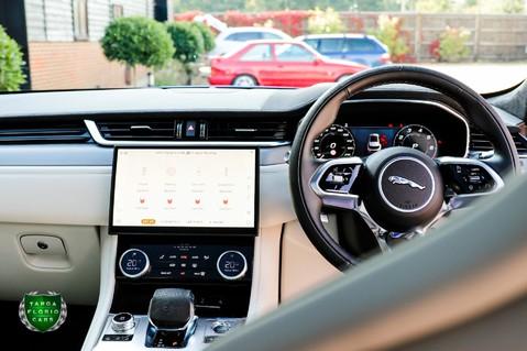 Jaguar F-Pace SVR 5.0 V8 AUTO 52