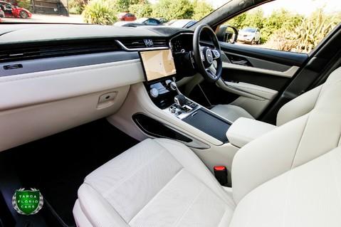 Jaguar F-Pace SVR 5.0 V8 AUTO 11