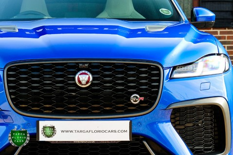 Jaguar F-Pace SVR 5.0 V8 AUTO 81