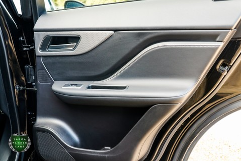 Jaguar F-Pace SVR 5.0 AWD AUTO 37