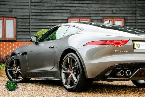 Jaguar F-Type R AWD 28