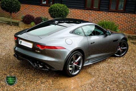 Jaguar F-Type R AWD 32
