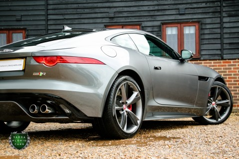 Jaguar F-Type R AWD 33