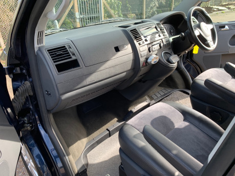 Volkswagen Caravelle 2011 EXECUTIVE TDI wheelchair accessible vehicle WAV 24