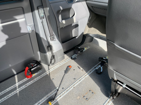 Volkswagen Caravelle 2011 EXECUTIVE TDI wheelchair accessible vehicle WAV 33