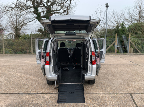 Fiat Qubo MULTIJET DYNAMIC DUALOGIC wheelchair & scooter accessible vehicle WAV 23