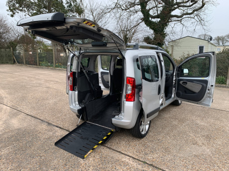 Fiat Qubo MULTIJET DYNAMIC DUALOGIC wheelchair & scooter accessible vehicle WAV 24