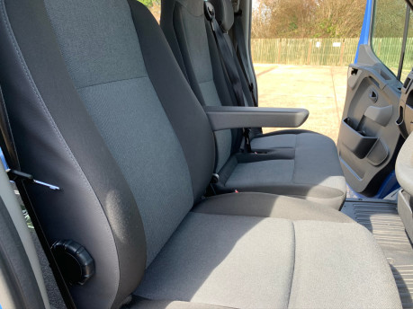 Renault Master 2017 SL28 BUSINESS DCI P/V QUICKSHIFT wheelchair accessible vehicle WAV 24