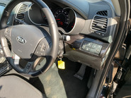 Kia Sorento 2014 CRDI KX-2 SAT NAV wheelchair & scooter accessible vehicle WAV 25
