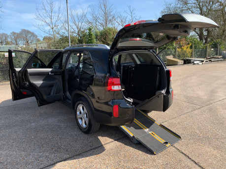Kia Sorento 2014 CRDI KX-2 SAT NAV wheelchair & scooter accessible vehicle WAV 31