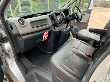 Renault Trafic 2016 LH29 BUSINESS ENERGY DCI H/R P/V wheelchair accessible vehicle WAV 19