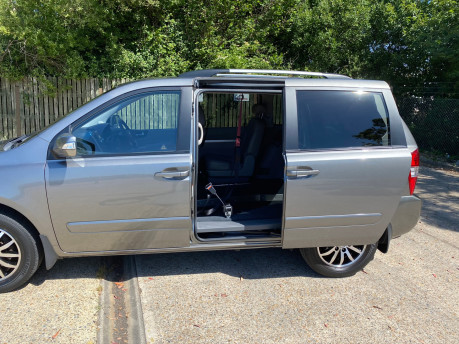 Kia Sedona 2011 3 CRDI Wheelchair and Scooter Accessible Vehicle WAV 28