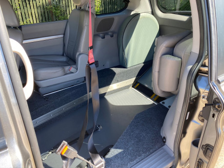 Kia Sedona 2011 3 CRDI Wheelchair and Scooter Accessible Vehicle WAV 15