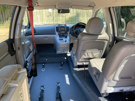 Kia Sedona 2011 3 CRDI Wheelchair and Scooter Accessible Vehicle WAV 13