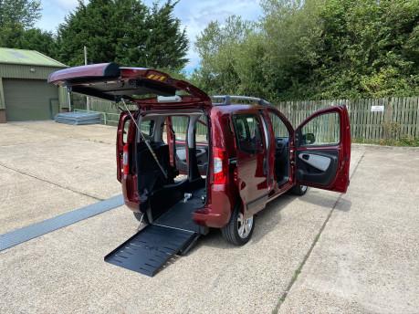 Fiat Qubo 2013 MULTIJET MYLIFE DUALOGIC wheelchair & scooter accessible vehicle WAV 25