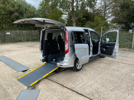 Ford Tourneo Connect 2017 TITANIUM TDCI Wheelchair & scooter accessible vehicle WAV 26