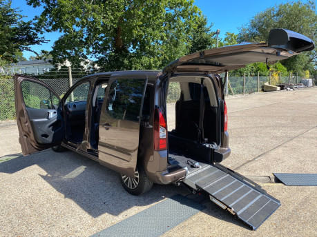 Peugeot Partner HDI TEPEE S wheelchair & scooter accessible vehicle WAV 27