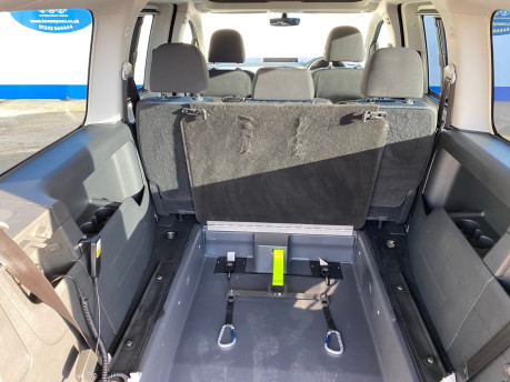 Volkswagen Caddy Maxi 2017 C20 LIFE TDI wheelchair & scooter accessible vehicle WAV 13