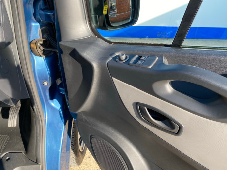 Renault Trafic 2016 LH29 BUSINESS ENERGY DCI H/R P/V wheelchair accessible vehicle WAV 25