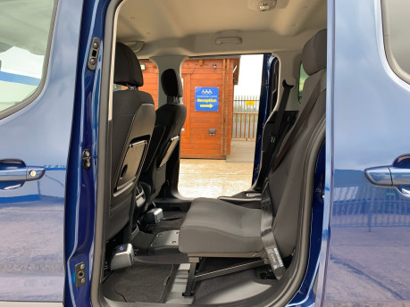 Peugeot Rifter BLUEHDI ALLURE wheelchair & scooter accessible vehicle WAV 19