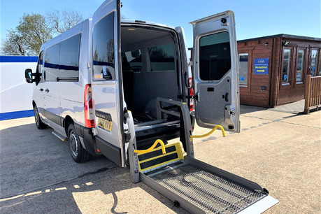 Renault Master 2018 SL28 BUSINESS DCI P/V QUICKSHIFT wheelchair & scooter accessible WAV
