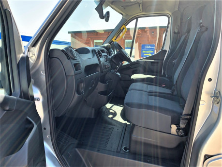 Renault Master 2018 SL28 BUSINESS DCI P/V QUICKSHIFT wheelchair & scooter accessible WAV 26