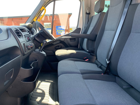 Renault Master 2018 SL28 BUSINESS DCI P/V QUICKSHIFT wheelchair & scooter accessible WAV 25