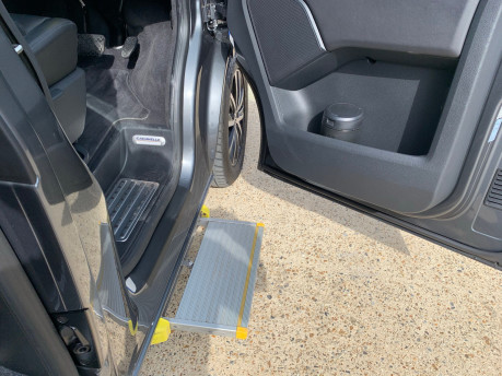 Volkswagen Caravelle 2017 EXECUTIVE TDI BMT Wheelchair & scooter accessible vehicle WAV 16