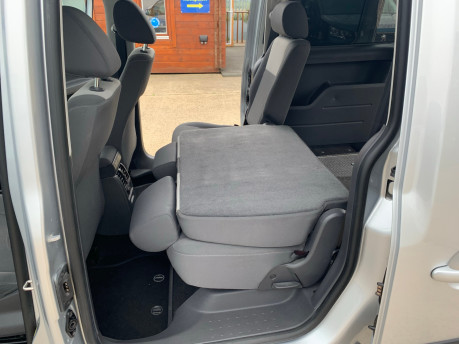 Volkswagen Caddy Maxi 2013 C20 LIFE TDI Wheelchair & scooter accessible vehicle WAV 16