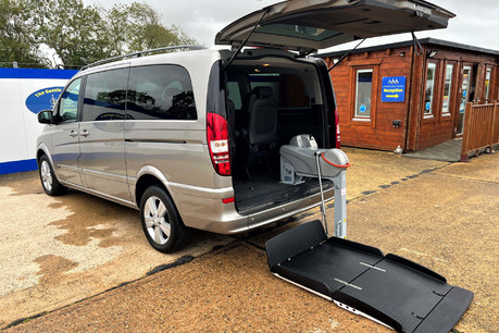 Mercedes-Benz Viano AMBIENTE CDI BLUEEFFICENCY wheelchair & scooter accessible vehicle WAV