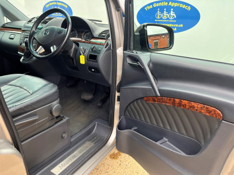 Mercedes-Benz Viano AMBIENTE CDI BLUEEFFICENCY wheelchair & scooter accessible vehicle WAV 12