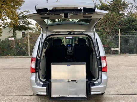 Chrysler Grand Voyager CRD LIMITED Wheelchair Accessible Vehicle WAV 2
