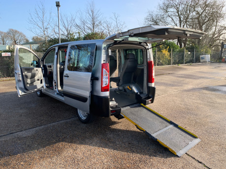 Peugeot Expert 2015 HDI TEPEE COMFORT L1 wheelchair accessible vehicle WAV 22