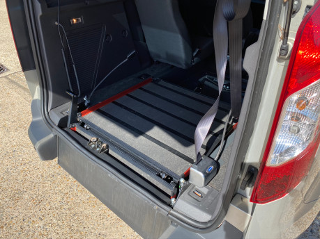 Ford Tourneo Connect 2015 ZETEC TDCI Wheelchair & Scooter Accessible Vehicle WAV 25