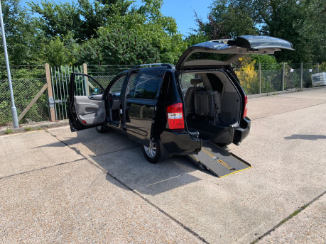 Kia Sedona 2010 3 CRDI wheelchair accessible vehicle WAV 1