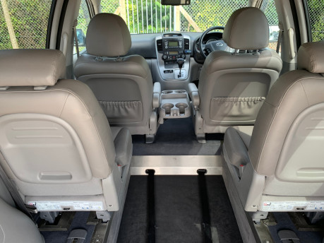 Kia Sedona 2009 3 CRDI wheelchair accessible vehicle WAV 6