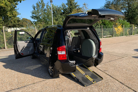 Kia Sedona 2012 3 CRDI wheelchair accessible vehicle WAV