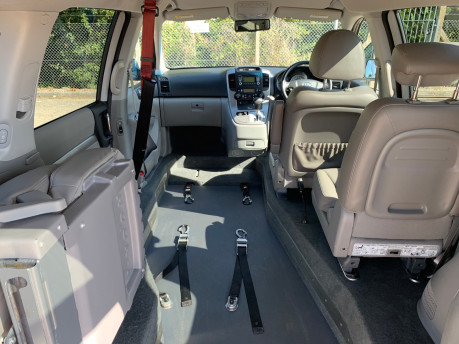 Kia Sedona 2010 3 CRDI wheelchair & scooter accessible vehicle WAV 10