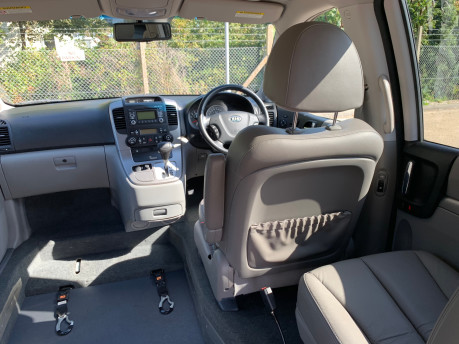 Kia Sedona 2010 3 CRDI wheelchair & scooter accessible vehicle WAV 11