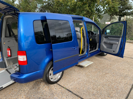 Volkswagen Caddy Maxi Life 2010 LIFE TDI wheelchair & scooter accessible vehicle WAV 22