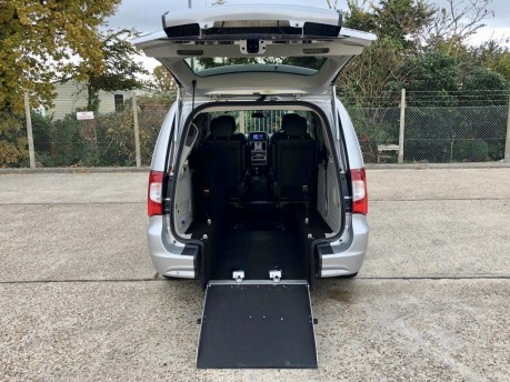 Chrysler Grand Voyager CRD LIMITED Wheelchair Accessible Vehicle WAV 3