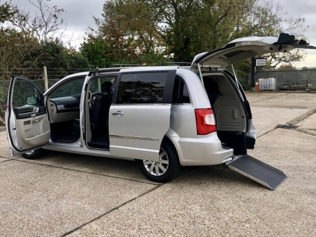 Chrysler Grand Voyager CRD LIMITED Wheelchair Accessible Vehicle WAV 1