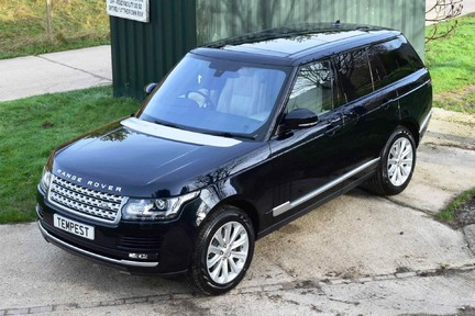 Land Rover Range Rover Vogue Tdv6 (Glass Roof) 35