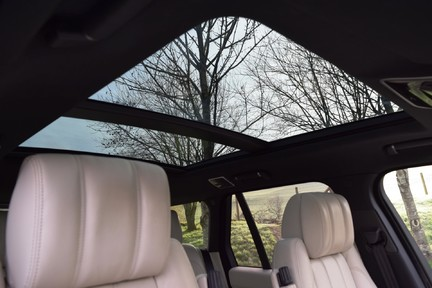 Land Rover Range Rover Vogue Tdv6 (Glass Roof) 37